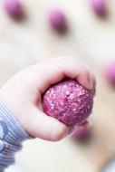 raspberry-coconut-breakfast-balls